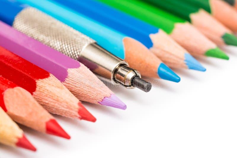 Färgpenna som blandar i begrepp för färgläggningblyertspennafolkmassa royaltyfri foto