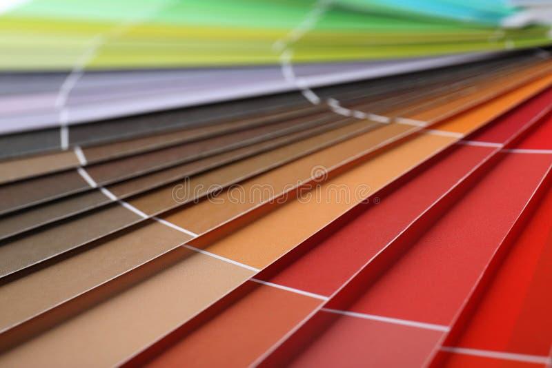 Färgprovkartor bok, closeup fotografering för bildbyråer