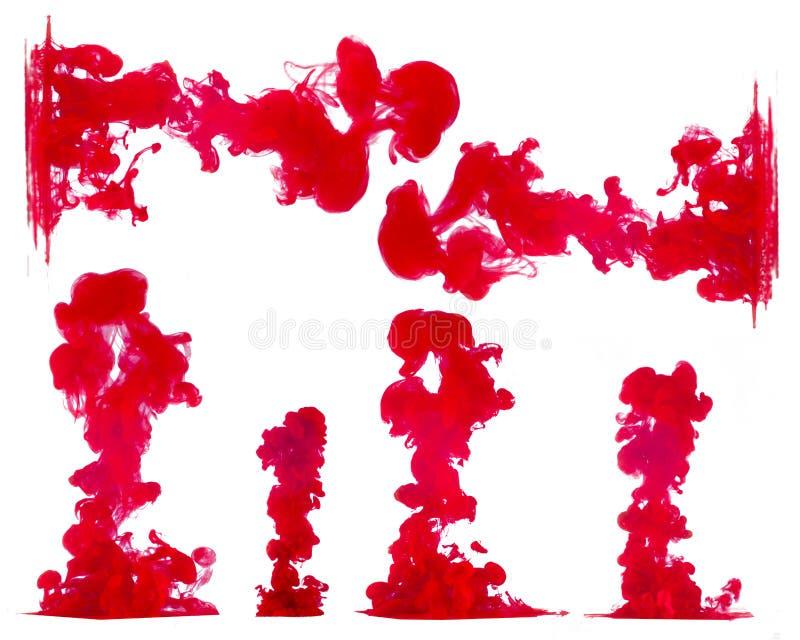 Färgpulver i vatten som isoleras på vit royaltyfria foton