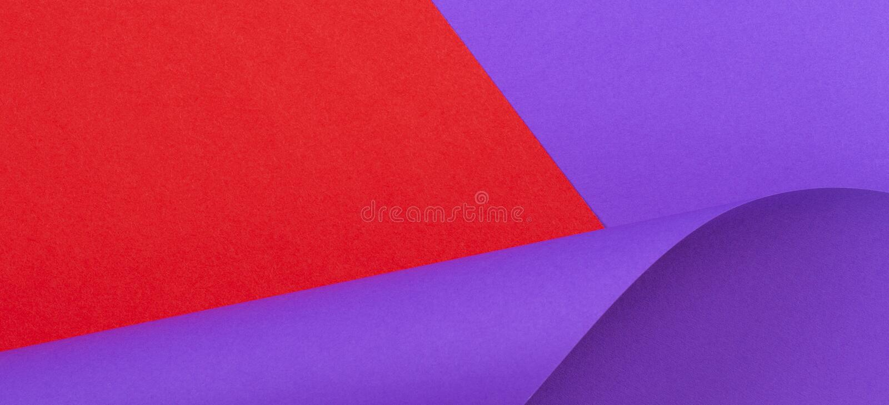 färgrik abstrakt bakgrund Röda violetta lilor färgar papper i geometriska former royaltyfria bilder