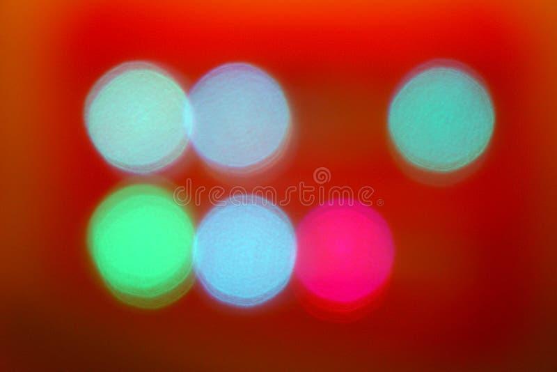 Färgrik abstrakt suddig röd bakgrundsbokehbelysning arkivfoto