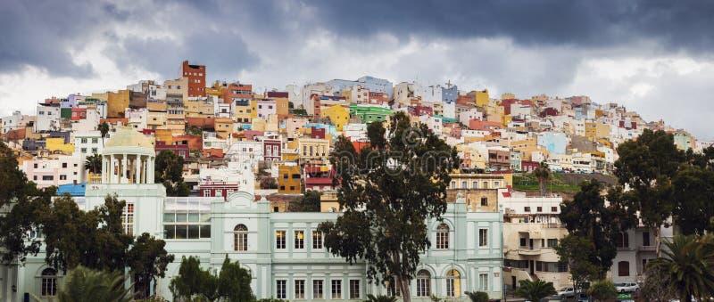 Färgrik arkitektur av barrioen San Juan i Las Palmas royaltyfri fotografi