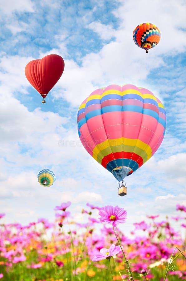 Färgrik ballong över ljus himmel royaltyfria foton