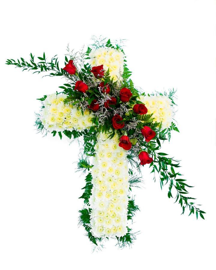 Färgrik begravnings- blommaordning i korsform arkivbilder