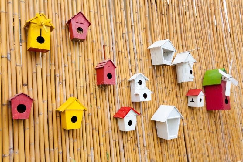 färgrik birdhousessamling arkivbild