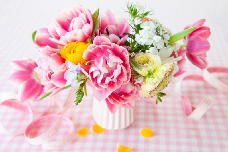 färgrik blommafjäder royaltyfri fotografi