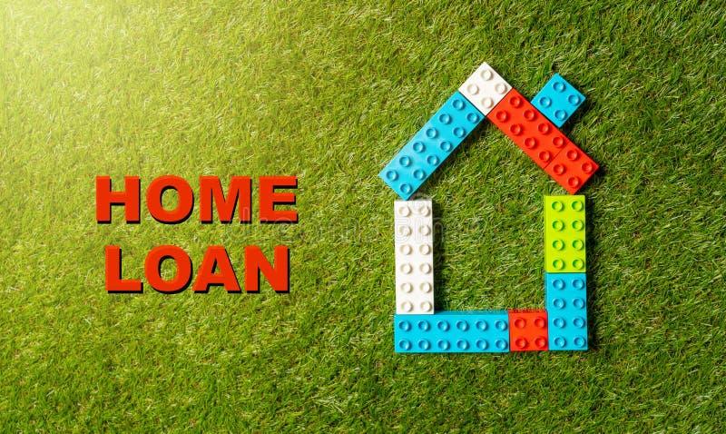 Färgrik bostadslån för för leksakkvarterhus som och tex är skriftlig på gräs i bankrörelse- och egenskapsinvestering vektor illustrationer