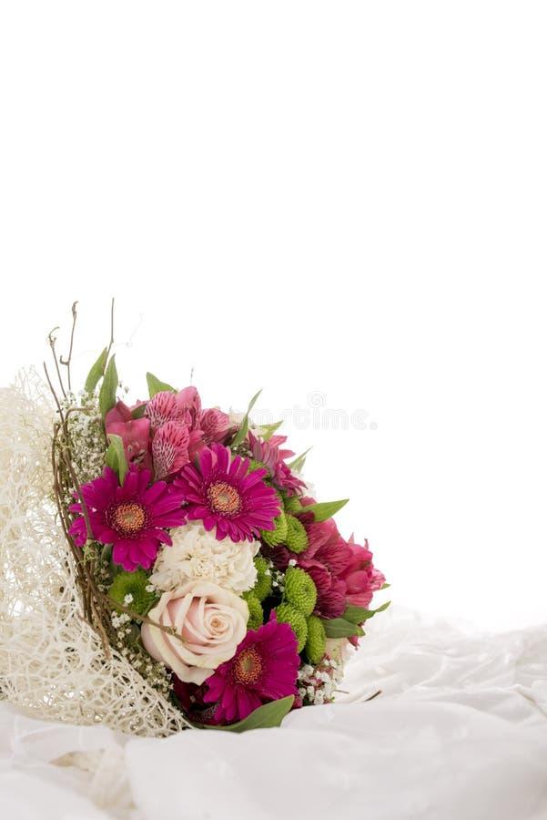 Färgrik bröllopbukett av blommor fotografering för bildbyråer