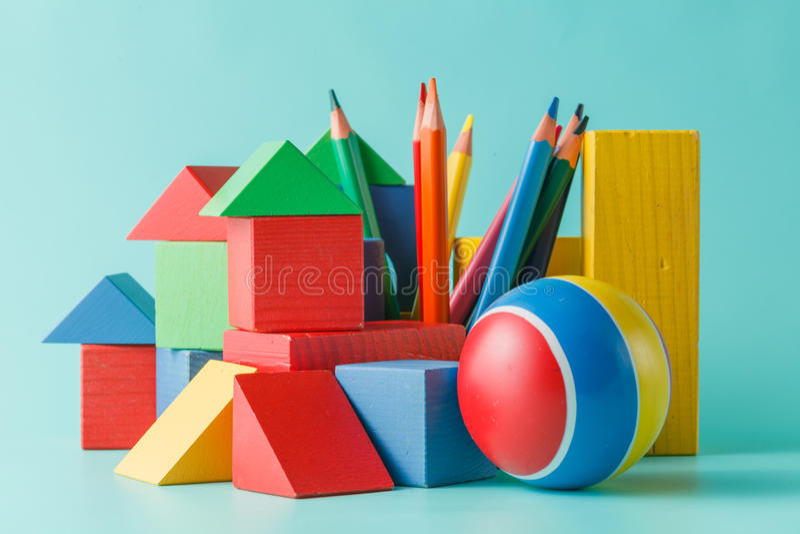 Färgrik docka- och leksaksamling royaltyfri fotografi