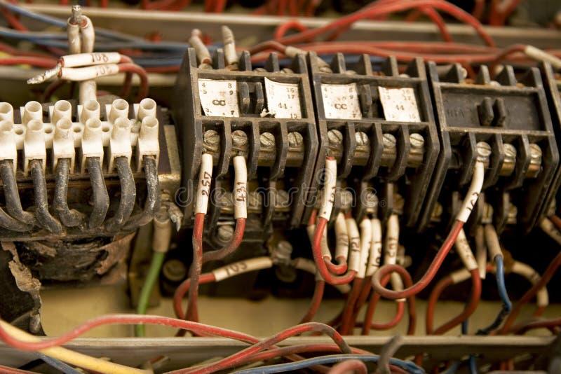 färgrik elektrisk installationstråd royaltyfria foton