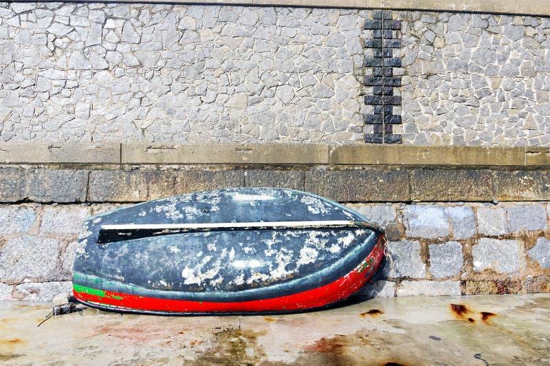 Download Färgrik Fiskebåt På Skeppsdocka Fotografering för Bildbyråer - Bild av reparera, port: 37348649