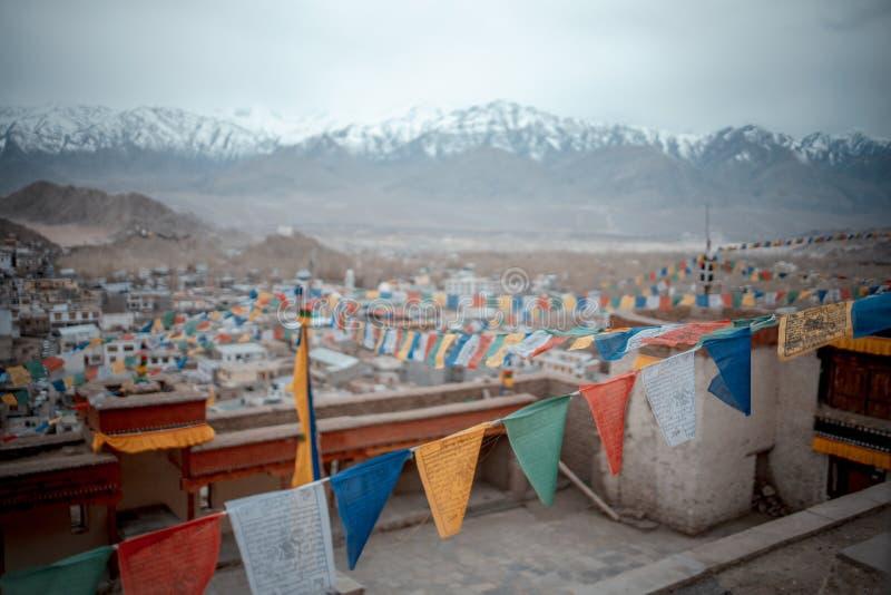 Färgrik flagga för buddistisk tibetan bönflagga arkivfoto