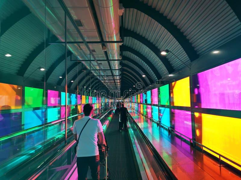 Färgrik flygplats i Madrid Spanien royaltyfri bild
