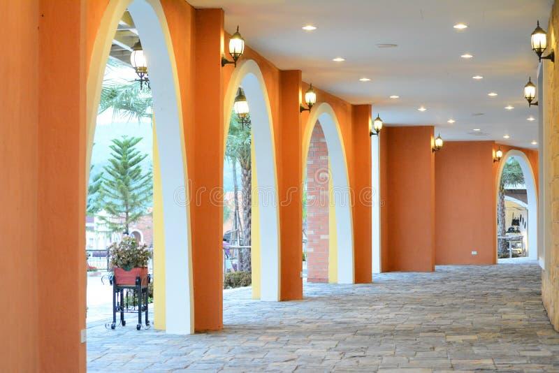 Färgrik gångbana arkivbild