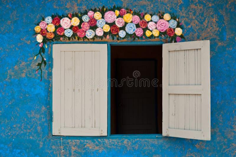 färgrik garneringvägg arkivbilder