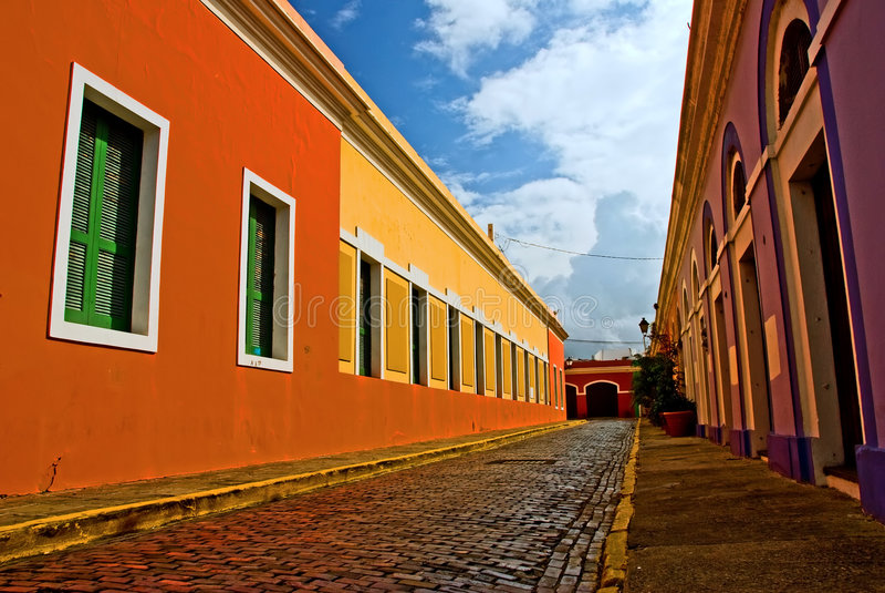 färgrik gata fotografering för bildbyråer
