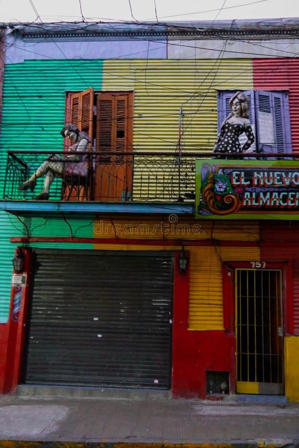 Färgrik gata i det Boca området av Buenos Aires arkivfoto
