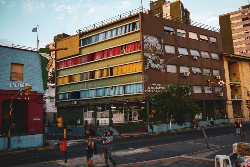 Färgrik gata i det Boca området av Buenos Aires royaltyfria bilder