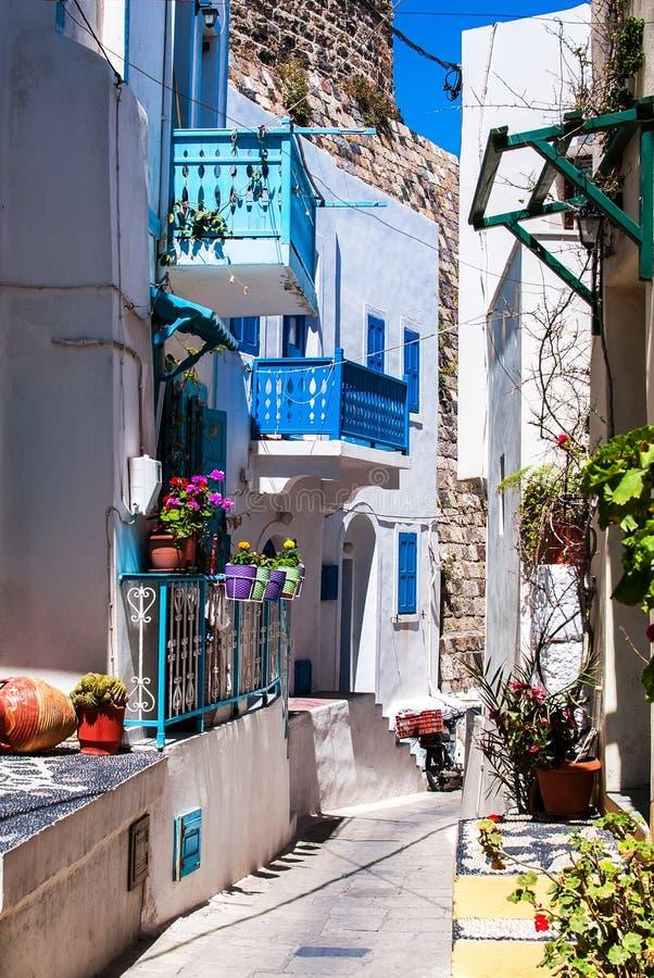 Färgrik gata i Lindos royaltyfria bilder