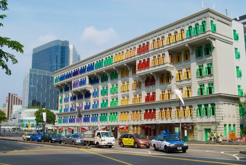 Färgrik GLIMMERbyggnad i Singapore, Singapore Föregående bekant som den gamla Hill Street polisstationen royaltyfri bild