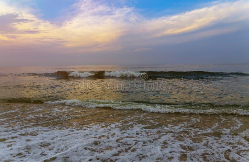 Färgrik gryning över havnatursammansättningen arkivfoto