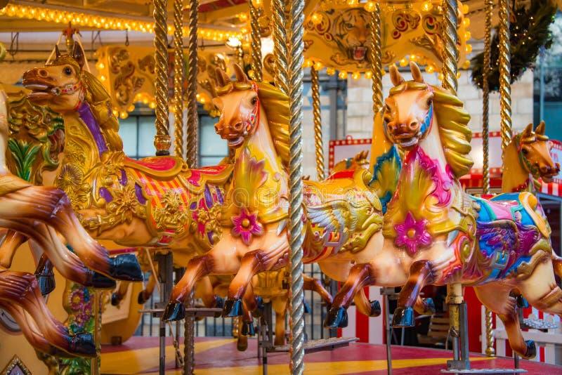 Färgrik hästkarusell på ett nöjesfält fotografering för bildbyråer