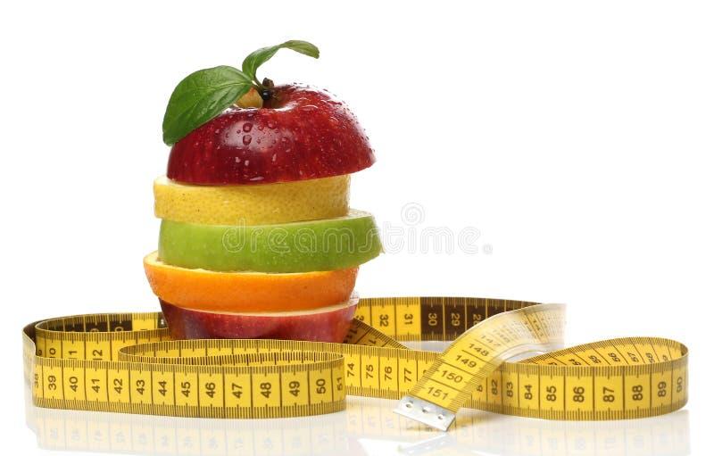 Färgrik hög av nya frukter arkivfoton