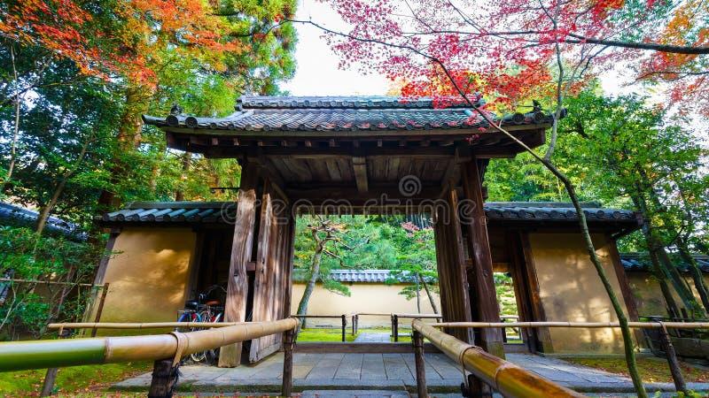 Färgrik höst på Koto-i templet i Kyoto royaltyfri foto
