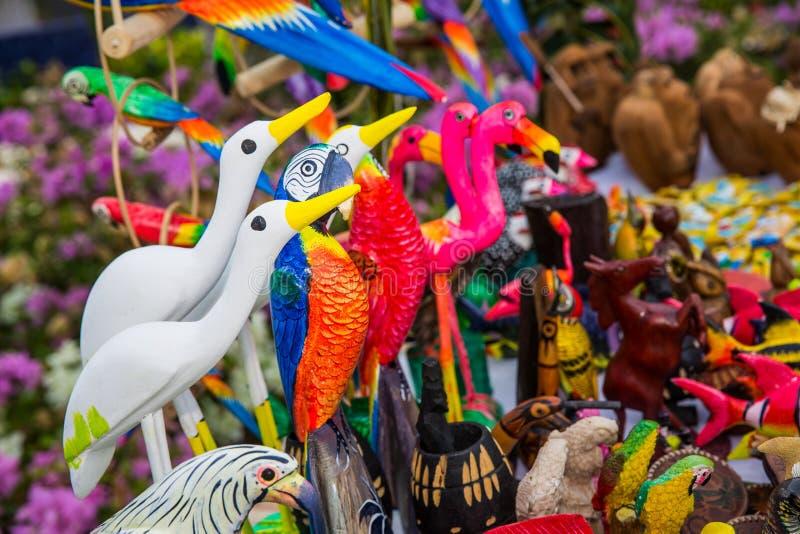 Färgrik hand - gjorda fåglar arkivbild