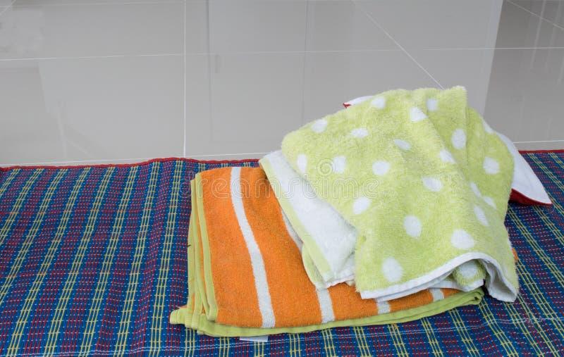 Färgrik handduk arkivbild