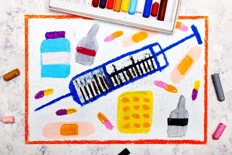 Färgrik handteckning: injektionsspruta och preventivpillerar arkivbilder