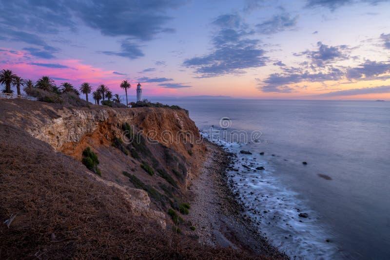 Färgrik himmel efter solnedgång på punkt Vicente Lighthouse arkivbilder