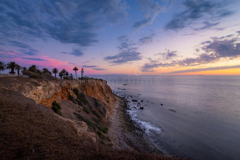 Färgrik himmel efter solnedgång på punkt Vicente Lighthouse royaltyfri fotografi