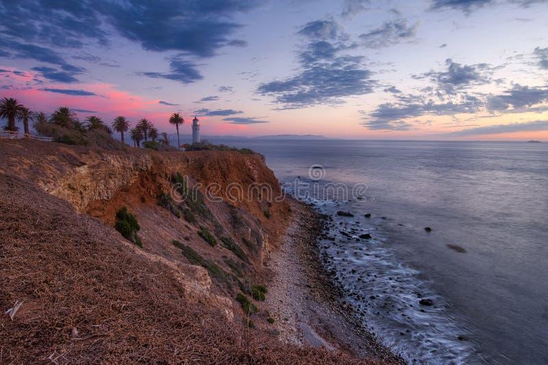 Färgrik himmel efter solnedgång på punkt Vicente Lighthouse arkivfoto