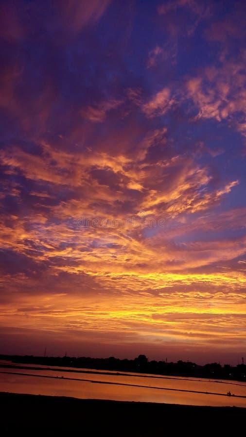Färgrik himmel & moln royaltyfri foto