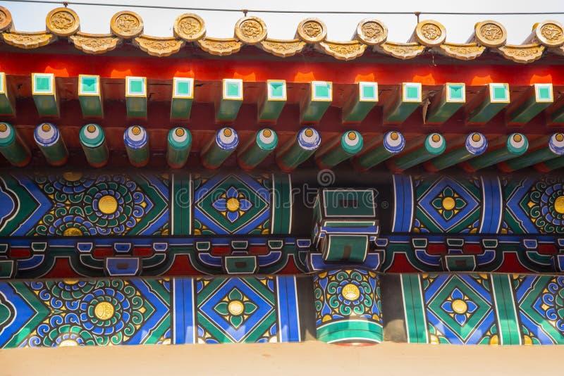 Färgrik imperialistisk taköverhäng, Kina royaltyfri foto