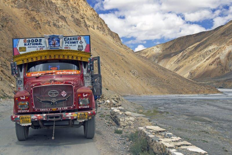 färgrik indisk lastbil royaltyfria bilder