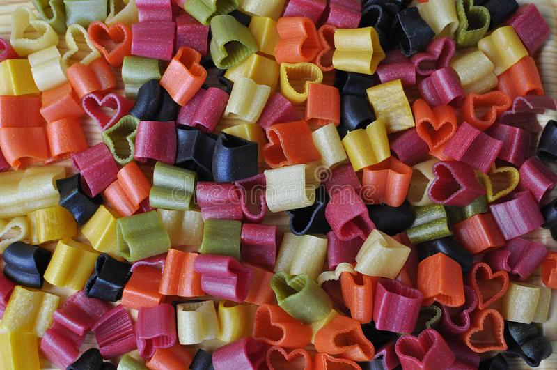 färgrik italiensk pasta arkivbild