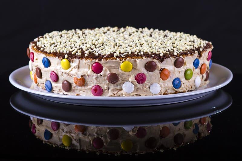 Färgrik kaka med mandeln royaltyfri foto