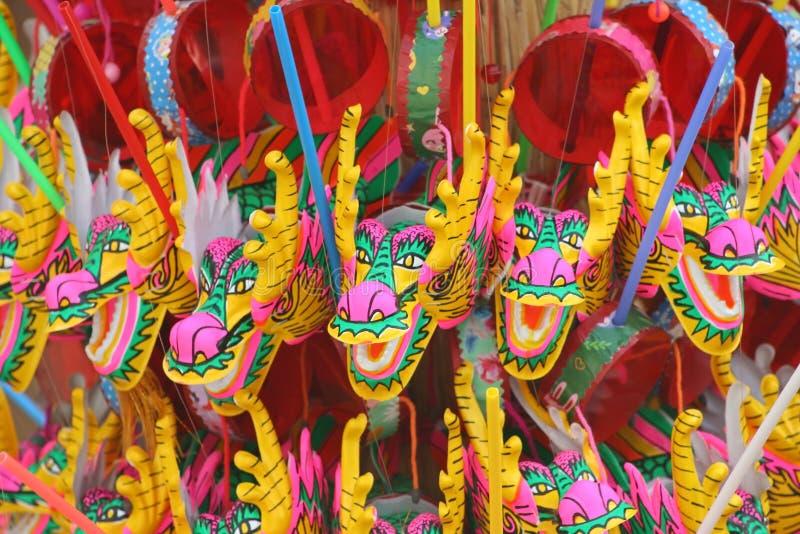 Färgrik kinesisk drakeleksakerbakgrund, pong-paeng arkivbild