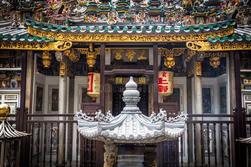 Färgrik kinesisk tempel i Singapore arkivfoton