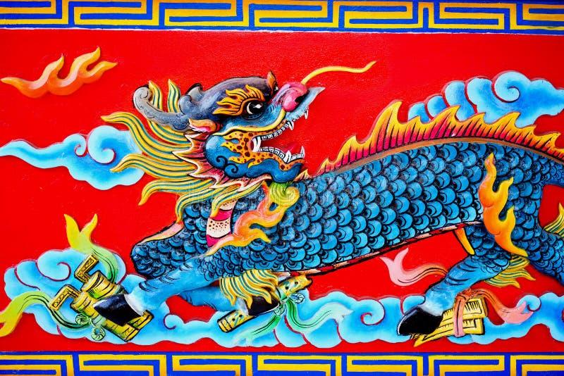 Färgrik konkret kines Dragon Statue royaltyfri fotografi