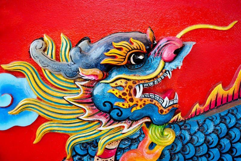 Färgrik konkret kines Dragon Statue royaltyfri bild