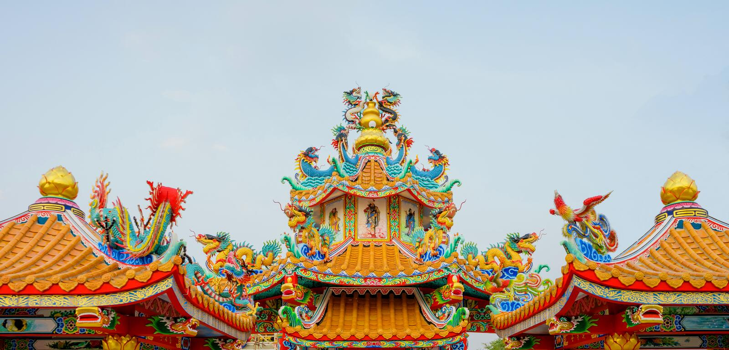 Färgrik konkret kines Dragon Statue arkivfoto