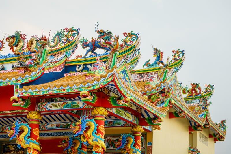 Färgrik konkret kines Dragon Statue arkivbilder