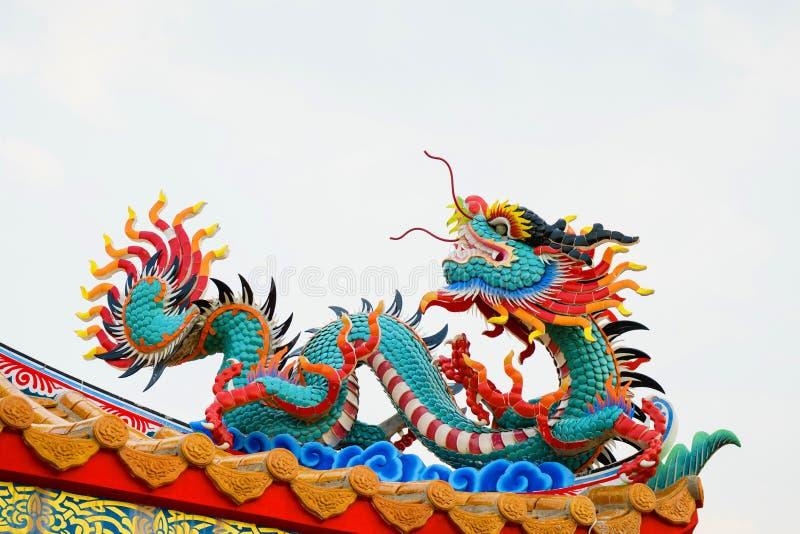 Färgrik konkret kines Dragon Statue arkivbild