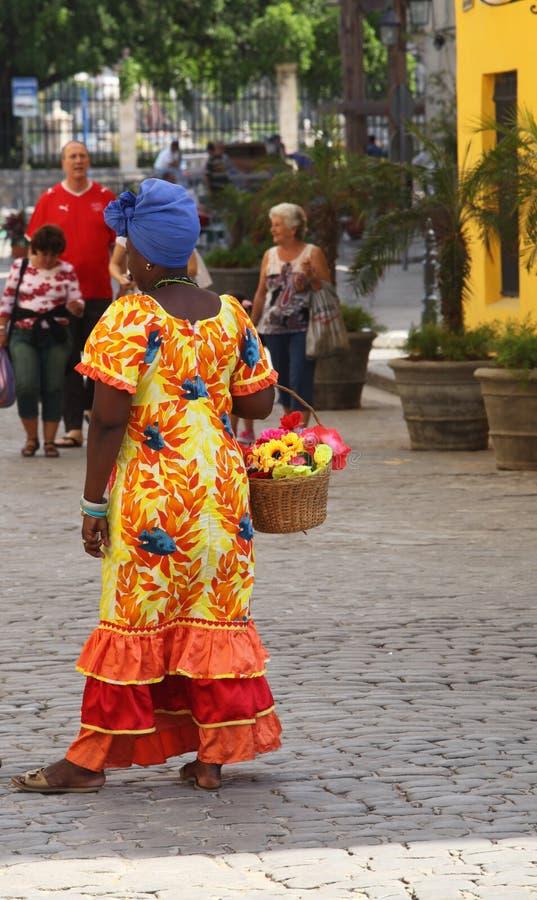 färgrik kubansk klänningkvinna royaltyfria bilder