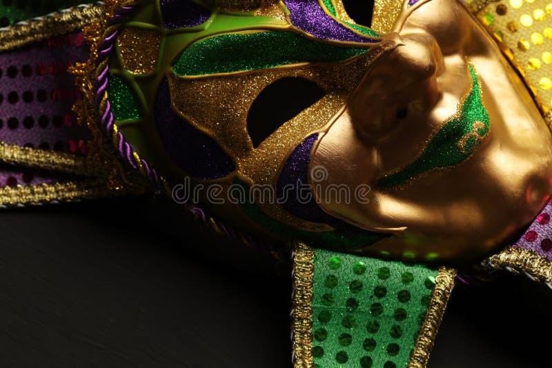 Färgrik Mardi Gras maskeringsbakgrund royaltyfria bilder
