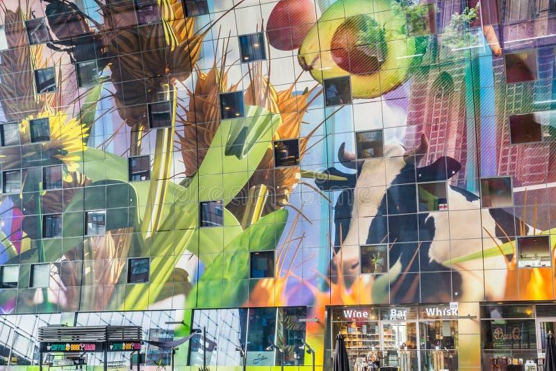 Färgrik marknad Hal i Rotterdam Holland royaltyfri foto