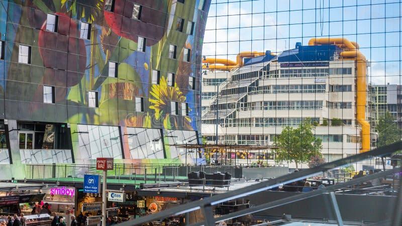 Färgrik marknad Hal i Rotterdam Holland royaltyfri fotografi